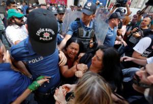 Έδειραν τις «Μητέρες του Σαββάτου» – Εικόνες ντροπής στην Κωνσταντινούπολη – video