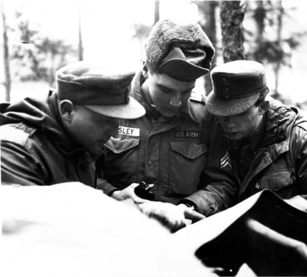 Και βασιλιάς και τεθώρας: Ο στρατός των ΗΠΑ αποτίει φόρο τιμής στον Έλβις | Newsit.gr