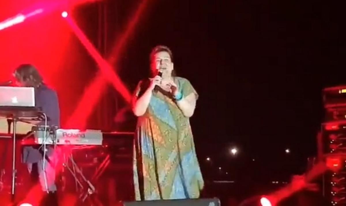 Έκπληξη για το κοινό! Περίμεναν την Ασλανίδου και βγήκε η Βογιατζάκη να τραγουδήσει! [vid] | Newsit.gr