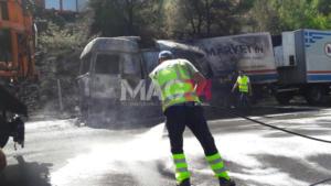 «Λαμπάδιασε» νταλίκα στη Μαλακάσα – Προβλήματα στην κυκλοφορία