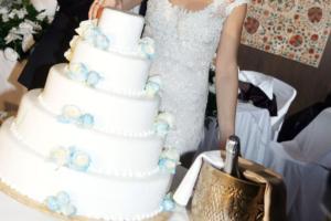 Ο γάμος ακυρώθηκε όχι όμως και το γλέντι!