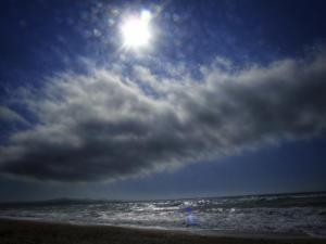 Καιρός: Καλοκαιρινή η Δευτέρα με φθινοπωρινές «πινελιές»