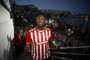 Ολυμπιακός: «Τρέλα» για Τουρέ στον Πειραιά! «Λαοθάλασσα» από τους οπαδούς [pics]