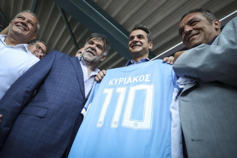 ΔΕΘ 2018: Η φανέλα του Ηρακλή με το «110» στον Κυριάκο Μητσοτάκη – video | Newsit.gr