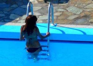 Κρήτη: Η γυναίκα που τρέλανε τον σερβιτόρο στην παραλία και η καμαριέρα που έμεινε άφωνη σε δωμάτιο ξενοδοχείου!