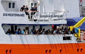 Στη Γαλλία το Aquarius – Ζητά λιμάνι να αποβιβάσει 58 πρόσφυγες και μετανάστες
