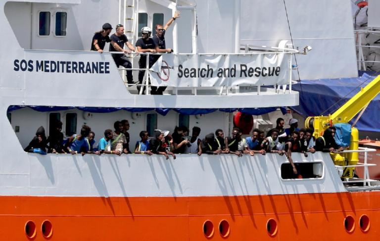 Στη Γαλλία το Aquarius – Ζητά λιμάνι να αποβιβάσει 58 πρόσφυγες και μετανάστες   Newsit.gr