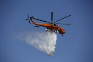Υπό μερικό έλεγχο η πυρκαγιά στο Πέραμα
