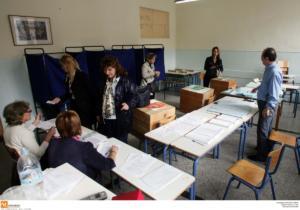 Δημοσκόπηση: Παραμένει πρώτη η ΝΔ – Δυσαρεστημένοι για το Μάτι οι εκλογείς του ΣΥΡΙΖΑ