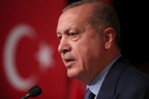 Ερντογάν – Βερολίνο: Μόλις πάτησε το πόδι του και κάλεσε τη Μέρκελ να χαρακτηρίσει το κίνημα του Γκιουλέν τρομοκρατική οργάνωση!