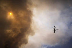 Ζάκυνθος: Μεγάλη φωτιά κοντά σε μοναστήρι! Μάχη με τις φλόγες σε δύο μέτωπα