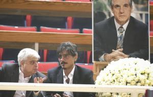Ο θλιμμένος Δημήτρης Γιαννακόπουλος υπό το… βλέμμα του Παύλου [pics]