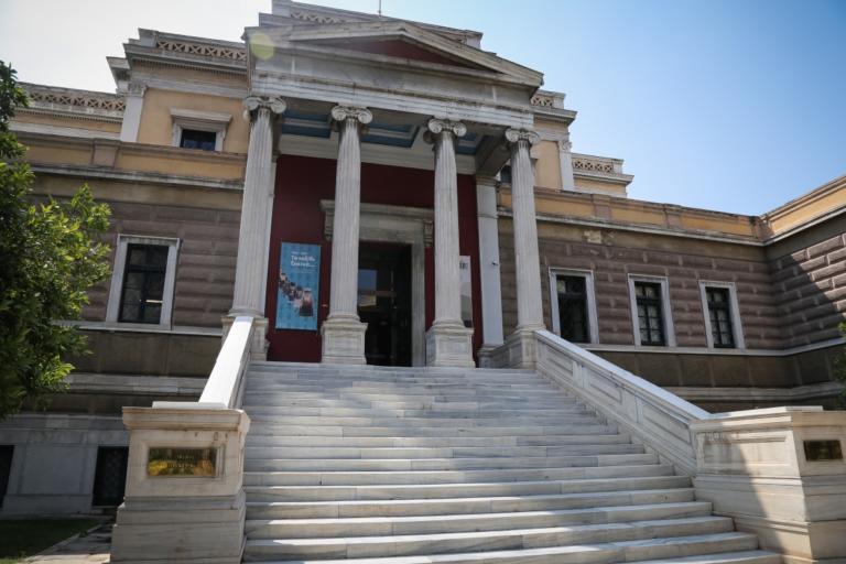 Τους λόγους που ράντιζαν σπάνια εκθέματα στα Μουσεία αποκάλυψαν στην Αστυνομία οι δύο γυναίκες! | Newsit.gr