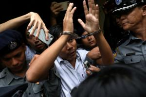 Μιανμάρ: 7 χρόνια φυλακή σε δύο δημοσιογράφους του Reuters