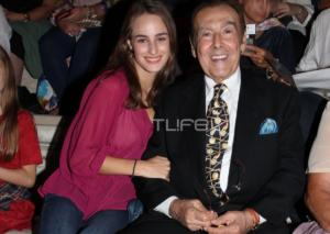 Τόλης Βοσκόπουλος: Μαζί με την κούκλα κόρη του καμάρωσαν την Άντζελα Γκερέκου στο Ηρώδειο