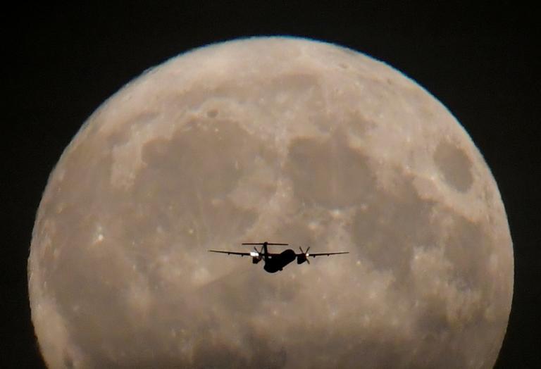 Απίστευτοι! Έφτιαξαν ψεύτικο φεγγάρι για να μειώσουν τα έξοδα φωτισμού | Newsit.gr