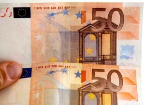 Ανήλικοι αγόρασαν… πλαστά χαρτονομίσματα και τα «κυκλοφόρησαν» στη Ρόδο
