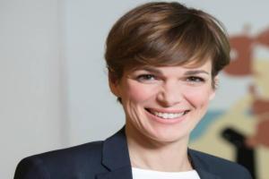 Αυτή είναι η γυναίκα που «σπάει» το πολιτικό κατεστημένο στην Αυστρία