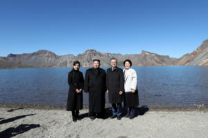 Βόρεια Κορέα – Νότια Κορέα! Η ιστορική συμφωνία, οι αναμνηστικές φωτογραφίες και τα… μανιτάρια – video