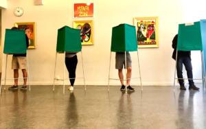 Σουηδία: Άνοιξαν οι κάλπες για τις κρίσιμες βουλευτικές εκλογές [pics]