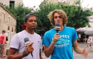 Τσιτσιπάς και Καραλής έγιναν… ρεπόρτερ! Οι «ψαρωτικές» ερωτήσεις στους περαστικούς – video
