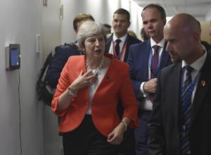 Brexit: Ετοιμάζει νέα πρόταση η Τερέζα Μέι