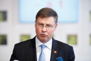 O Ντομπρόβσκις αποθεώνει Τσίπρα για το Σκοπιανό