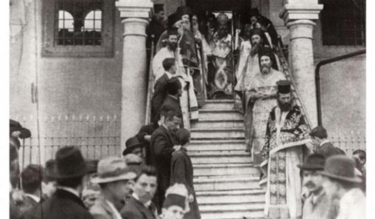 1922: Ο μαρτυρικός θάνατος του μητροπολίτη Χρυσοστόμου! [pics] | Newsit.gr