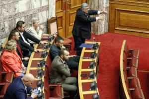 """ΣΥΡΙΖΑ: """"Γελοίο να μας κατηγορεί η ΝΔ για συνεργασία με τη Χρυσή Αυγή…"""""""