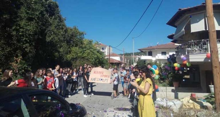 Κοζάνη: Η πιο θερμή υποδοχή για τον 14χρονο Αλέξανδρο που νίκησε το πρόβλημα υγείας | Newsit.gr