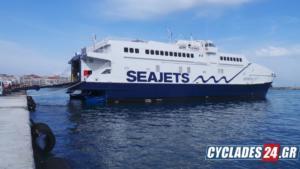 """Βλάβη στον καταπέλτη του """"ANDROS JET"""" στο λιμάνι της Σύρου – Απαγορεύθηκε ο απόπλους του"""