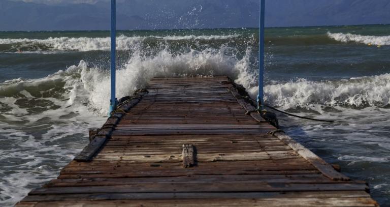 Καιρός: Μανιασμένες θάλασσες! Σε ισχύ το απαγορευτικό απόπλου | Newsit.gr