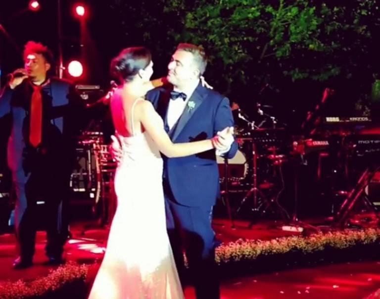Αντώνης Ρέμος – Υβόννη Μπόσνιακ: Όλα όσα έγιναν στην γαμήλια δεξίωση! [pics,vids] | Newsit.gr