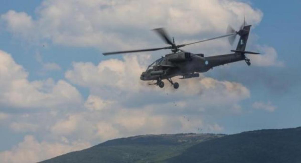 Τα τρομερά Apache και Black Hawk των ΗΠΑ στο Στεφανοβίκειο | Newsit.gr