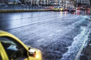 Καιρός: Χαμός στους δρόμους της Αττικής – Που έχει διακοπεί η κυκλοφορία των οχημάτων
