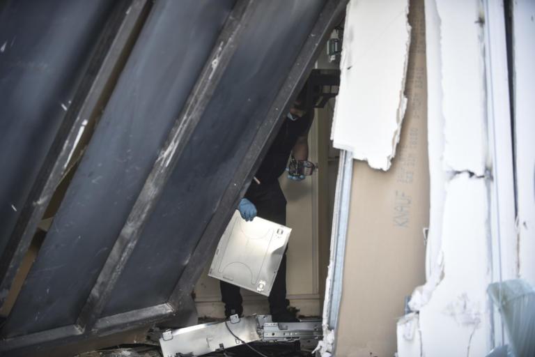Γης μαδιάμ στο Βύρωνα από έκρηξη σε ΑΤΜ! | Newsit.gr