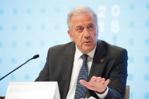 Αβραμόπουλος: Καλύτερα προετοιμασμένα τα νησιά για τους μετανάστες, αλλά υπάρχουν περιθώρια βελτίωσης