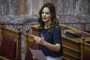 Αχτσιόγλου: Η αύξηση του κατώτατου μισθού θα ισχύσει από το 2019 χωρίς ηλικιακές διακρίσεις