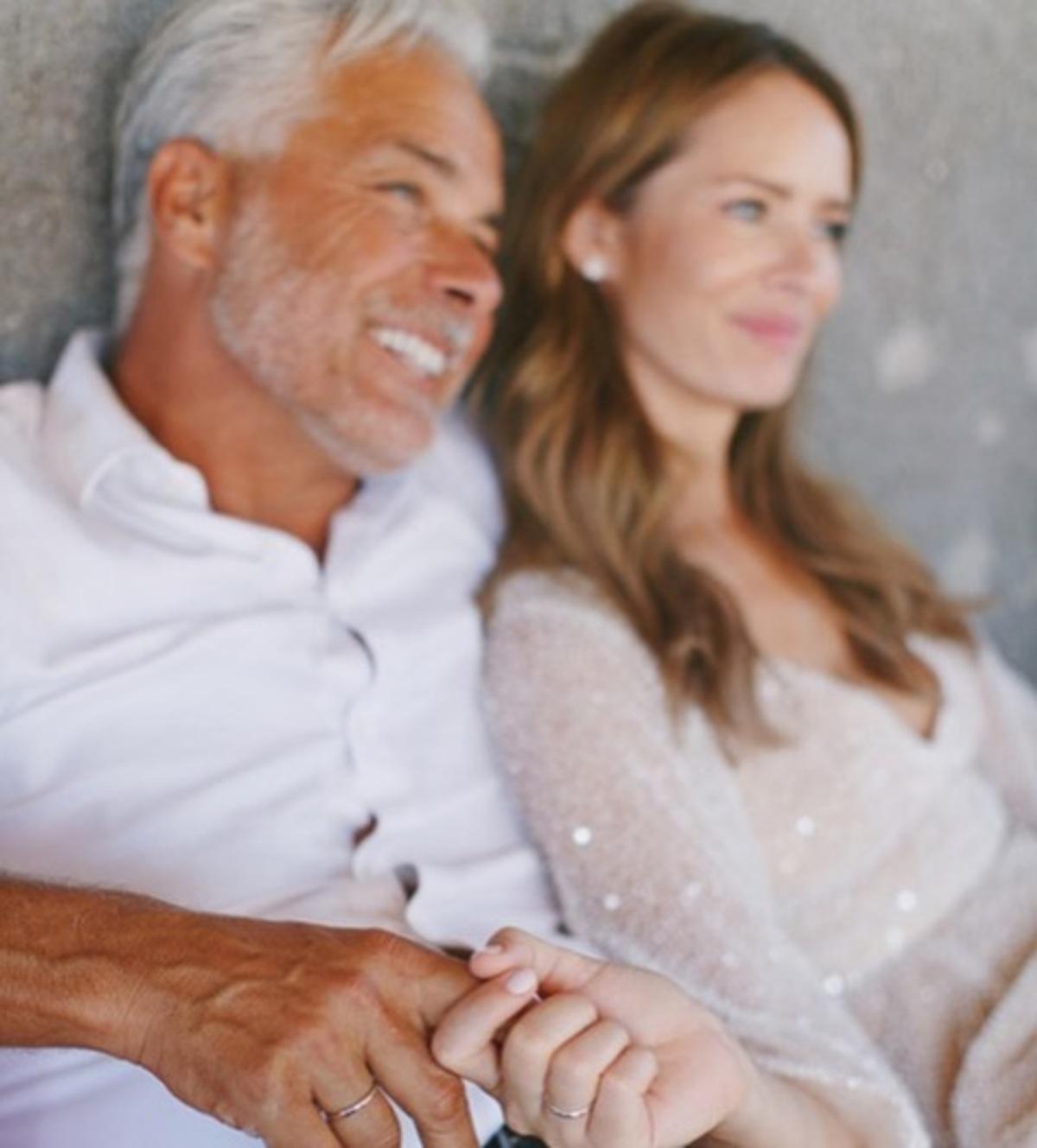 Το υπέροχο και λαμπερό νυφικό της καλλονής συζύγου του Χάρη Χριστόπουλου! [pics] | Newsit.gr
