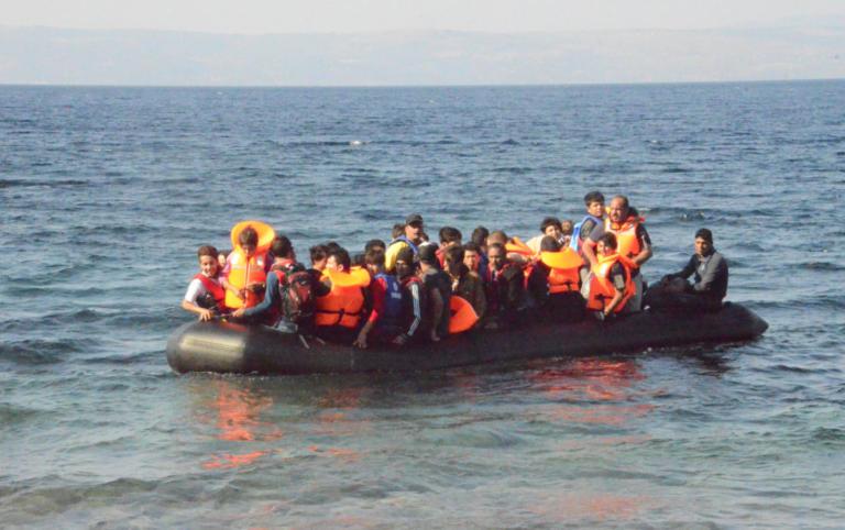 Κύθηρα: Εντοπίστηκε ιστιοφόρο με 82 πρόσφυγες | Newsit.gr