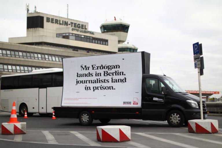 Ανεπιθύμητος ο Ερντογάν στο Βερολίνο – Απαξίωση και οργή [pics] | Newsit.gr