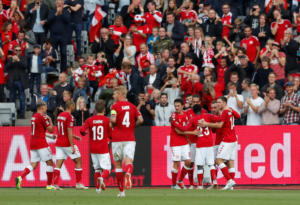 «Επαγγελματική» νίκη για τη Δανία! Ο Έρικσεν επέστρεψε… φουριόζος κόντρα στην Ουαλία – video
