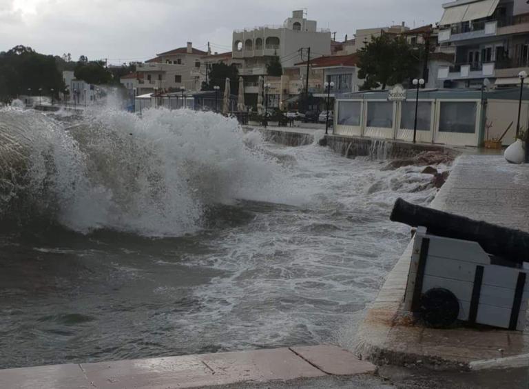 Αργολίδα: Τεράστια κύματα στην Ερμιόνη – Σκοτείνιασε ο ουρανός και οι άνεμοι έγιναν θυελλώδεις [pics]   Newsit.gr
