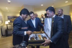 """""""Στάζει μέλι"""" ο Έβο Μοράλες για τον Τσίπρα – """"Αδερφός ο Έλληνας πρωθυπουργός"""" [pics]"""