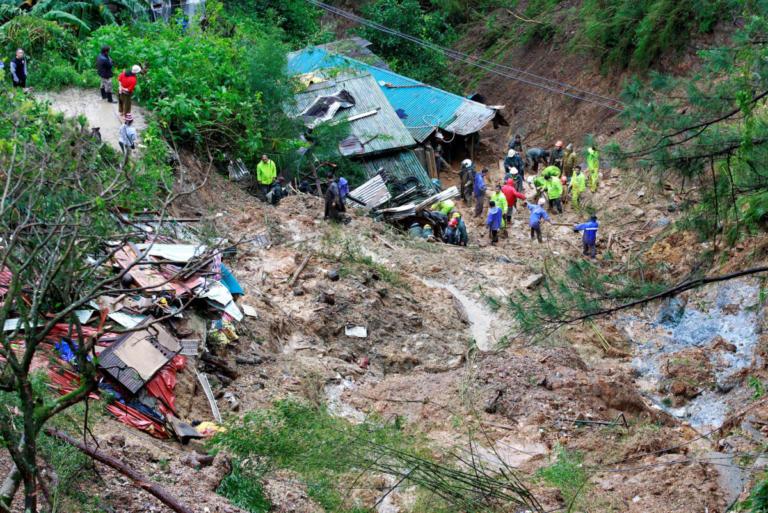 Φιλιππίνες: Δεκάδες πτώματα στο πέρασμα του υπερτυφώνα Μανγκούτ – Έφτασαν τους 59 οι νεκροί – video | Newsit.gr