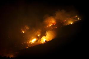 Μεγάλη φωτιά στη Μάνη – Ολονύχτια «μάχη» με τις φλόγες