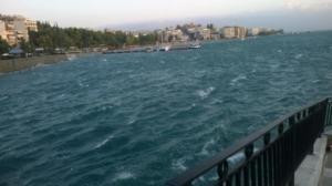 Χαλκίδα: Πλήρωσε ακριβά τη βουτιά στην παλιά γέφυρα – Η μήνυση που τους έκαναν οι λιμενικοί [pics]