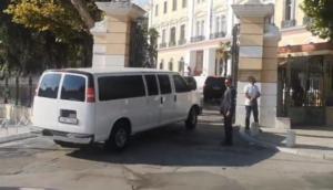Με… κονβόι πολυτελών αυτοκινήτων ο Αμερικανός υπουργός στη Θεσσαλονίκη – video