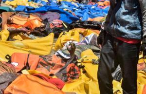 Τσουνάμι στην Ινδονησία: Πτώματα παντού! Εικόνες φρίκης με 832 νεκρούς – Προσοχή, σκληρές εικόνες