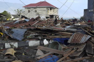 Τραγωδία στην Ινδονησία – Τουλάχιστον 48 νεκροί από τον φονικό σεισμό – Τσουνάμι «κατάπιε» το Παλού – video